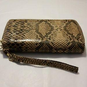 Wallet zippered wristlet